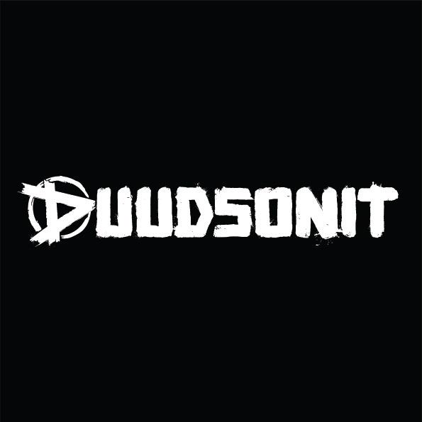 Duudsonit logo 1-rivi mustalla taustalla